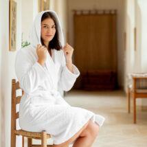 Pure fehér fürdőköntös kapucnival